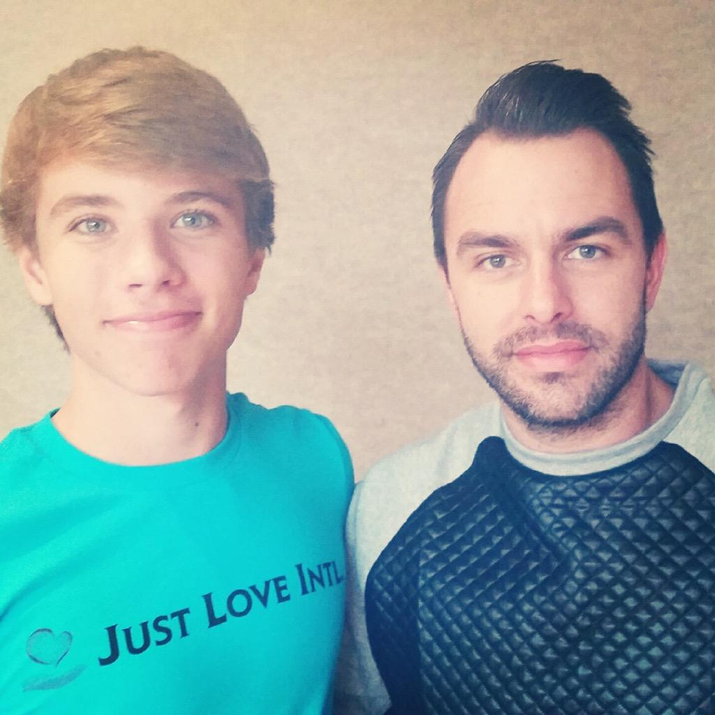 Good hangin w/ @acl163 aka #AlexFromTarget today! He could quite possibly be the nicest kid alive! Love his attitude! http://t.co/cVgPzpuDGO