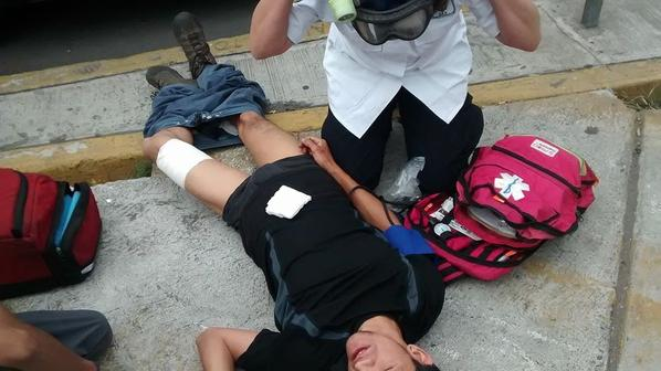 2 students shot minutes ago by police at Mexico's National Autonomous University, according to initial reports. http://t.co/ZWOF8Or6U2