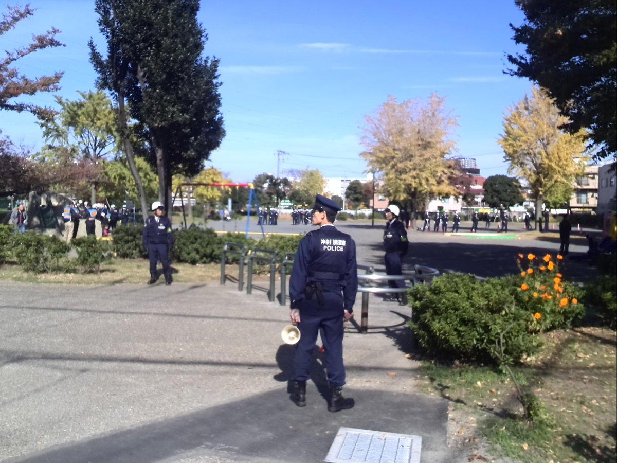 川崎で在特会がデモを行うも、10人も集まらず数倍の警察官に囲まれる事態に