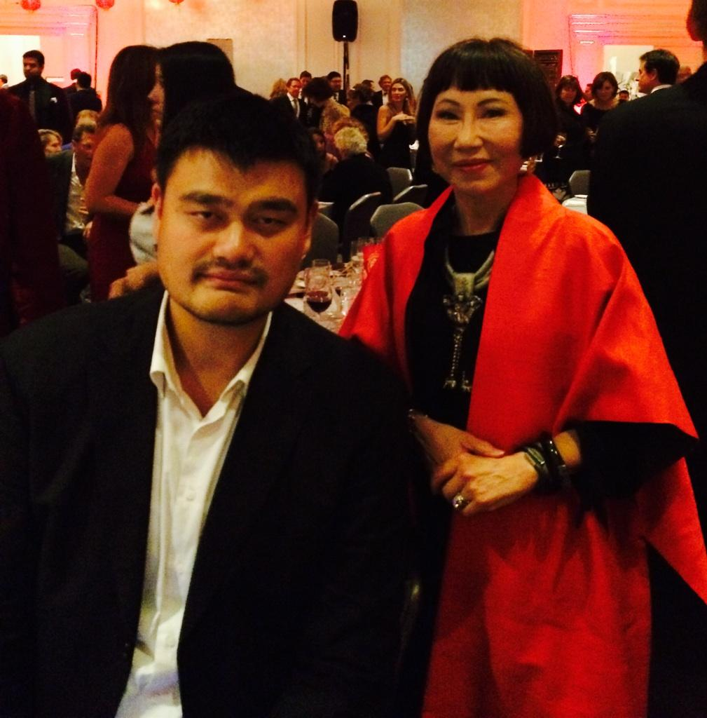 RT @YaoFamilyWines: RT @AmyTan: @YaoMing a HUGE advocate in saving #sharks #elephants #rhinos #tigers #mantas from #extinction @WildAid htt…