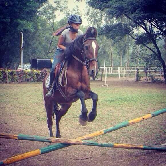 Hurdles have never scared us . Look how my grand daughter Shakya is crossing them on her horse http://t.co/MHSmHUehGI