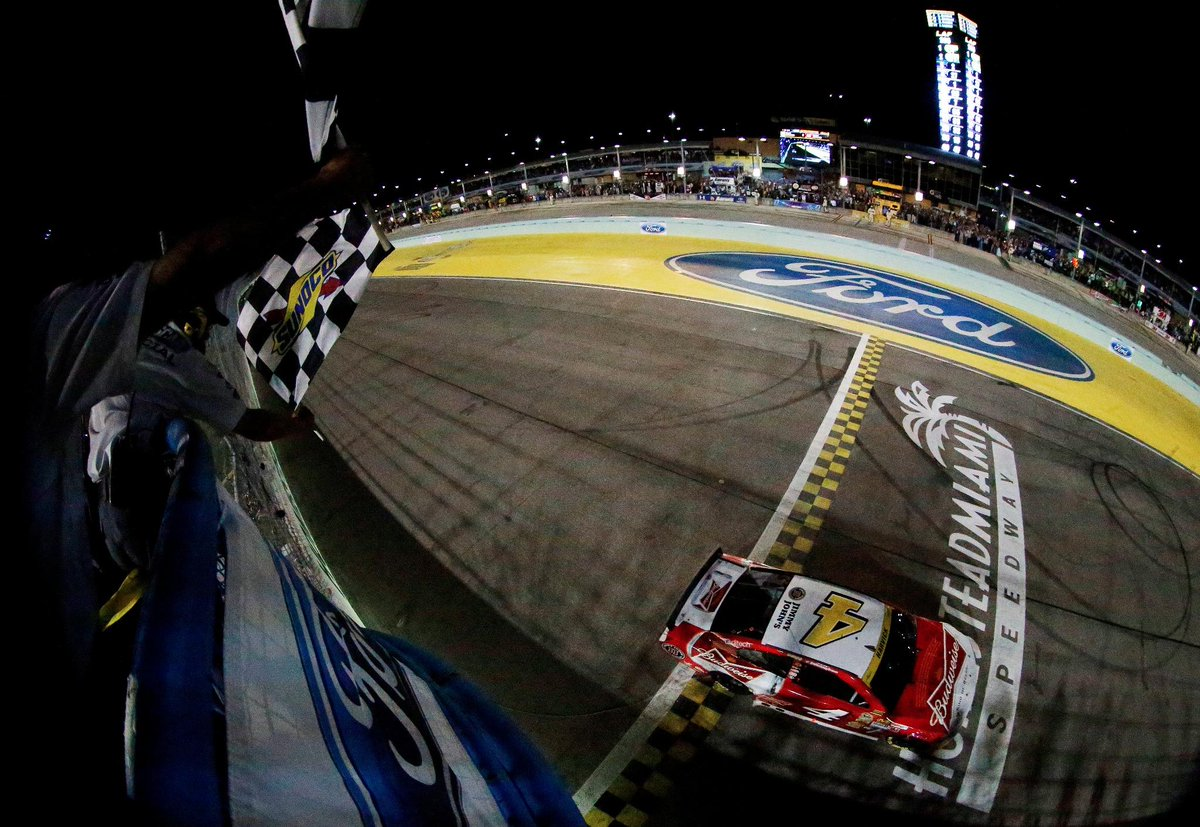 RETWEET to congratulate @KevinHarvick on his 1st career #NASCAR Sprint Cup Championship!   http://t.co/6CBDcEXDD2 http://t.co/p3hG0xJ2Oq