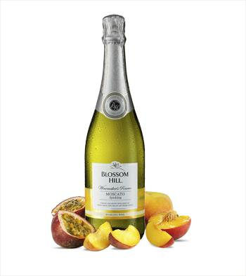 Add some sparkle to your life this Christmas with Blossom Hill sparkling Moscato! To #win 3 bottles RT and follow! http://t.co/T7a5q5xF52