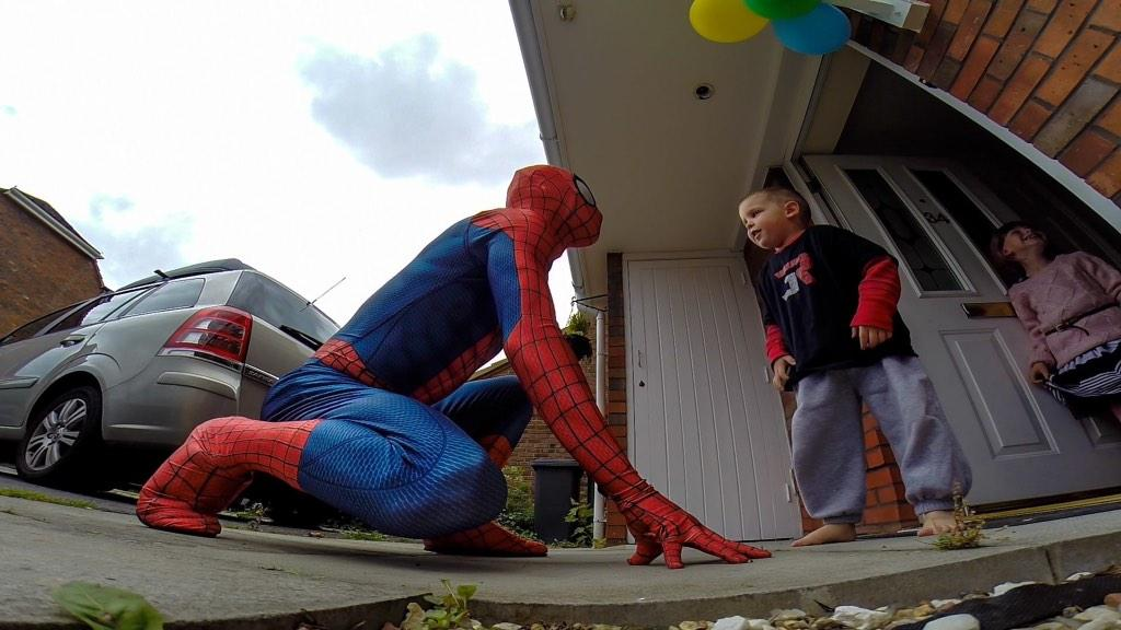 #SpiderDad surprising my son battling a brain tumor, as Spiderman. Making dreams a reality https://t.co/syfBBYIgfB http://t.co/piacBbmy0i