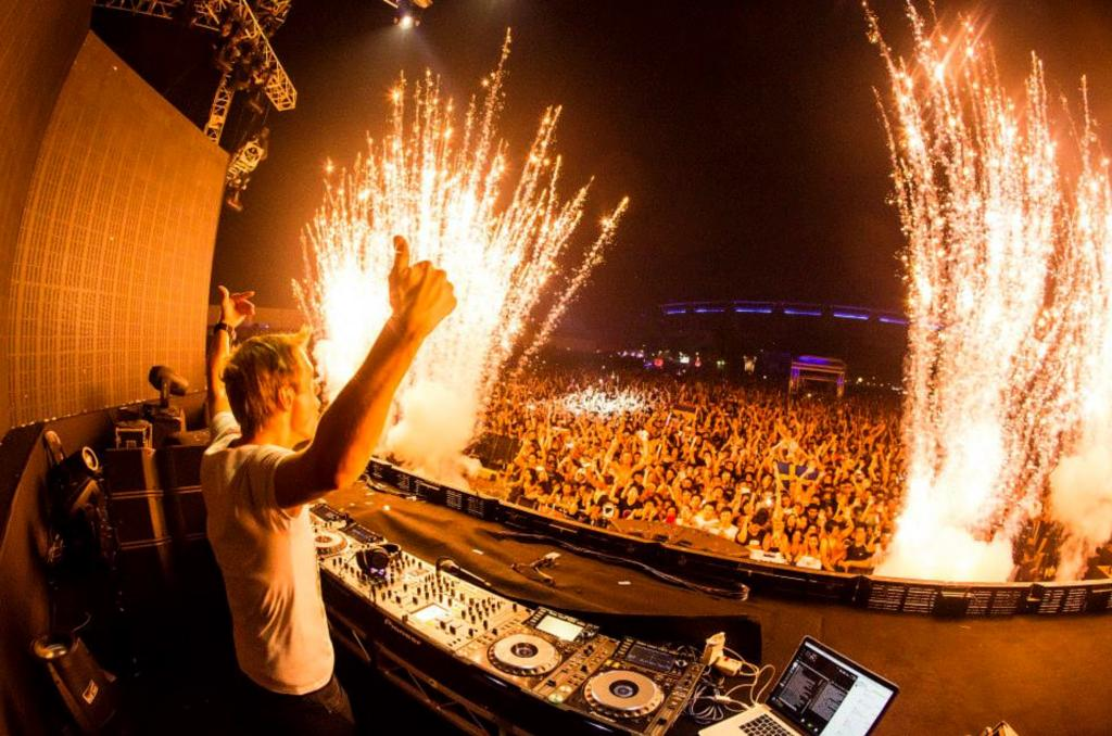It's official: Future Music Festival Asia 2015 will be held in Singapore http://t.co/Iy4RdsU1RA @FMFAsia http://t.co/EHbnjFOp2w