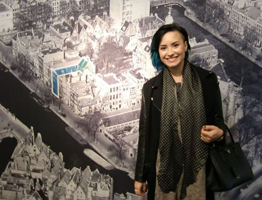 Today actress/singer @ddlovato visited @annefrankhouse & was very interested in our museum & AnneFrank Thanks Demi! http://t.co/RWQzEmfaZD