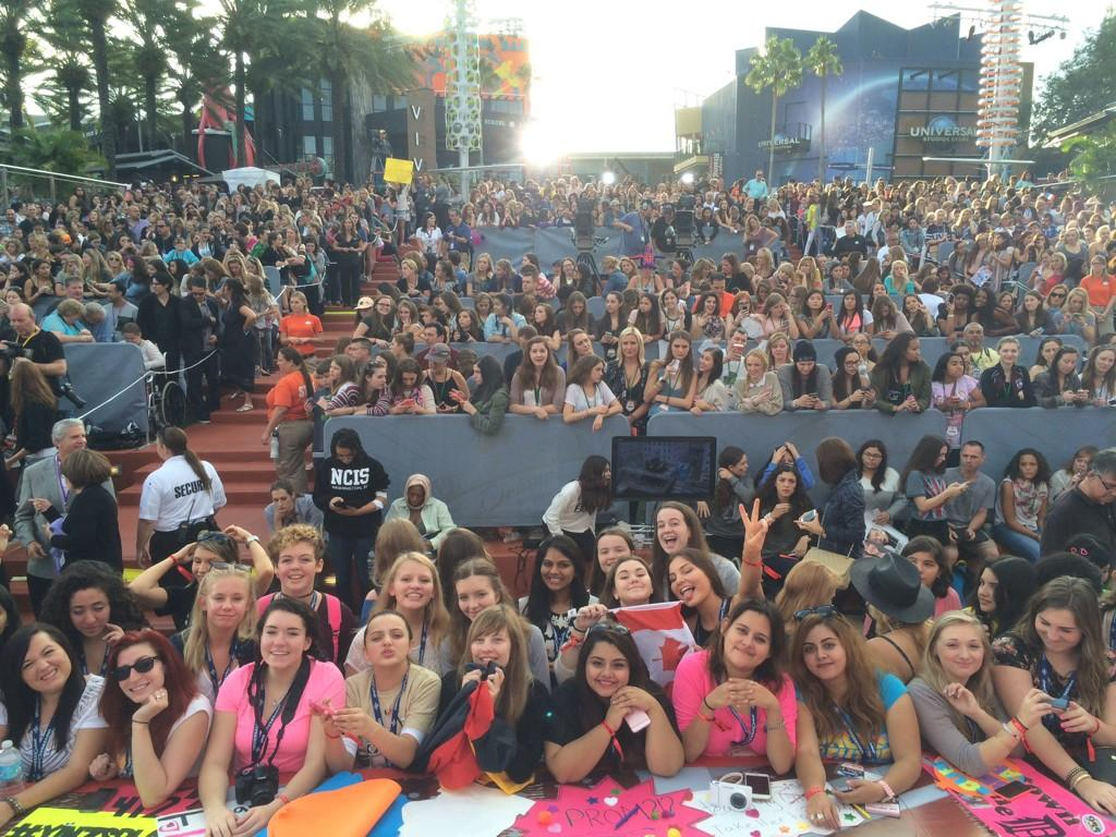 Thanks to all our great #1DToday fans! http://t.co/RfzvOE228F