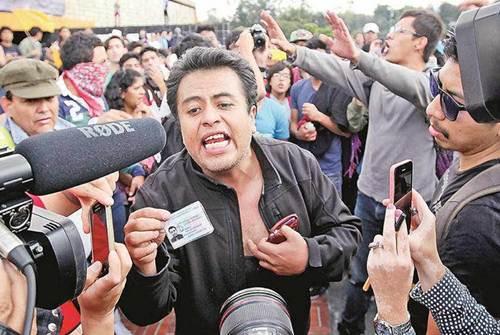 RT @El_Universal_Mx: #ENT?RATE Descubren estudiantes rostro a 'infiltrado' Impidieron toma de Rector?a en @UNAM_MX http://t.co/mO35k5vtz0 h?