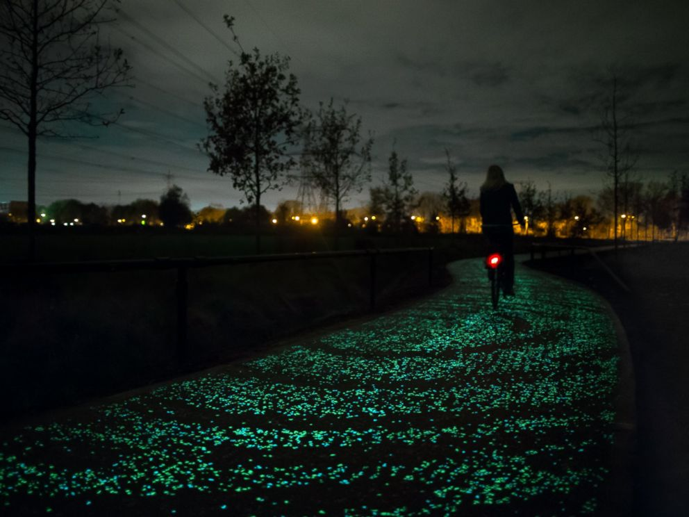 Cool! RT @ABC: World's 1st glow-in-the-dark bike path inspired by Van Gogh's 'Starry Night' - http://t.co/DJYWBkeDxQ http://t.co/LLTb8XF35x
