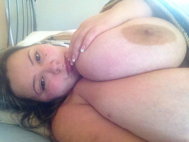 In bed , feeling lazy !! Tired afternoon. #bbw #nakedinbed http://t.co/PcZpcu8fN0
