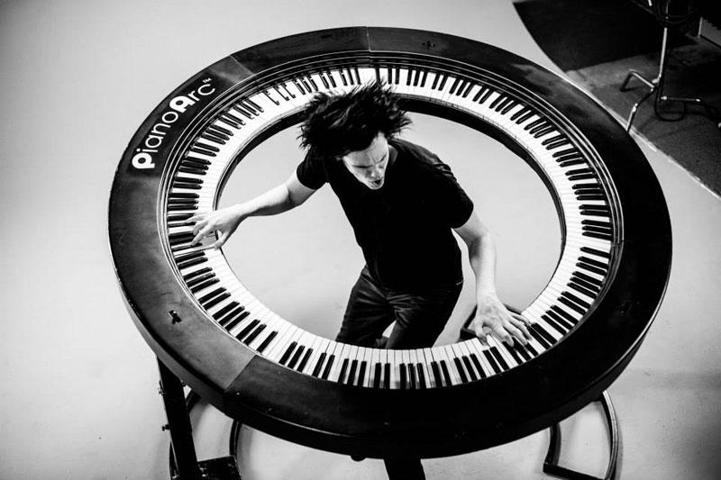 Lady Gaga's Keyboard Player Built an Awesome 360 Keyboard http://t.co/wKLBS4fqBA http://t.co/uqoweu7sEe