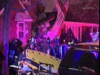 #BreakingNews Small plane crashes into home near #Midway. CBS 2 has live team coverage from 4:30-7am @susannasongcbs2 http://t.co/Tn0z2cVCij