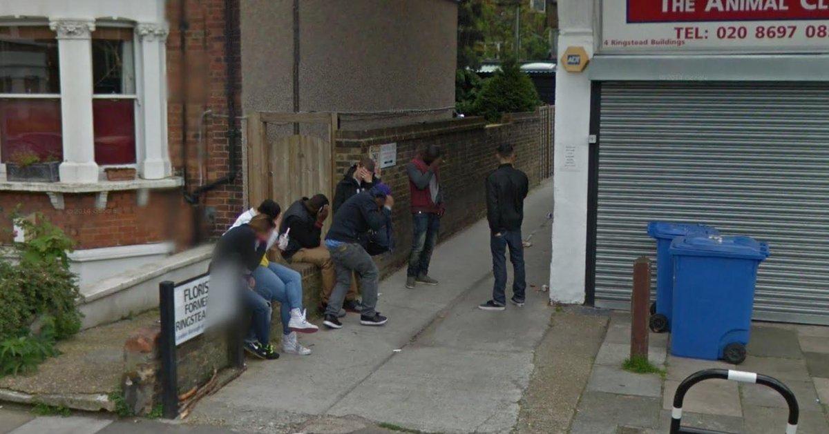 RT @James__Dixon: A favourite image of mine. Local yoofs' reaction to the Google car. #lovelewisham http://t.co/euPKNuAUjg
