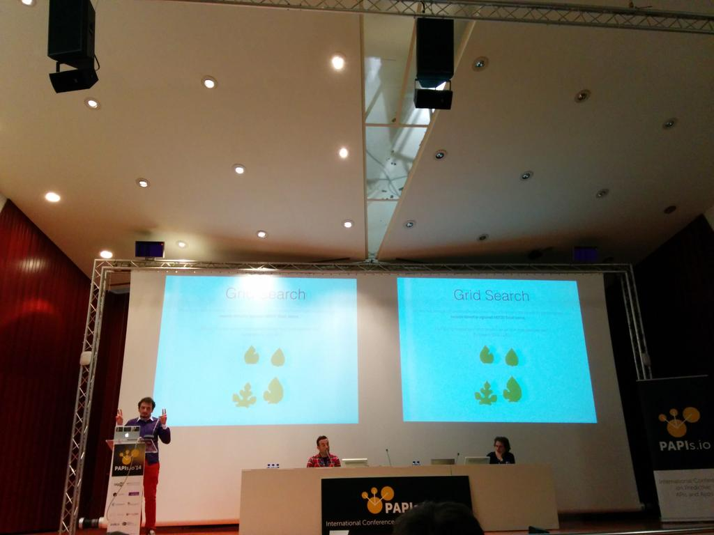 Florian explains how a team won Kaggle's Yandex web search challenge with Data Science Studio. #papis2014 @dataiku http://t.co/mCIFUjFbnM