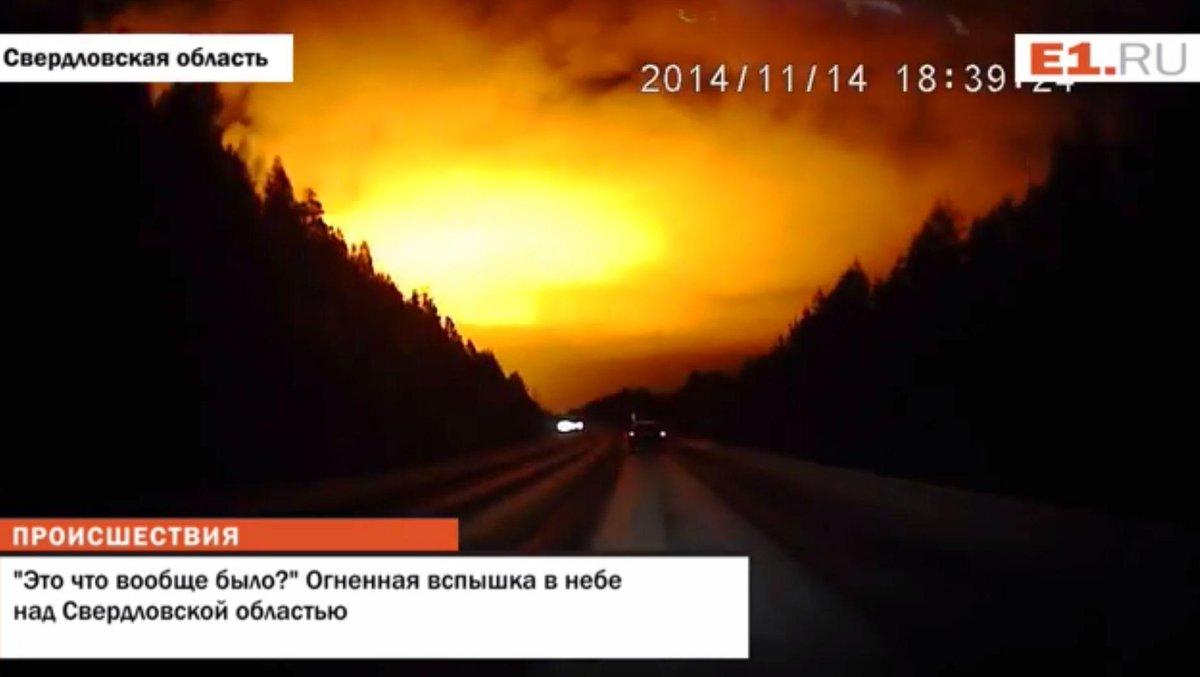 """Misteriosa luce """"apocalittica"""" sui Monti Urali, palla di fuoco?"""