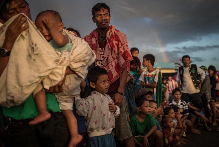 10 imágenes del World Press Photo 2014 elegidas por 10 fotógrafos http://t.co/6WDp5WfbeK http://t.co/HkX82iS5Wi