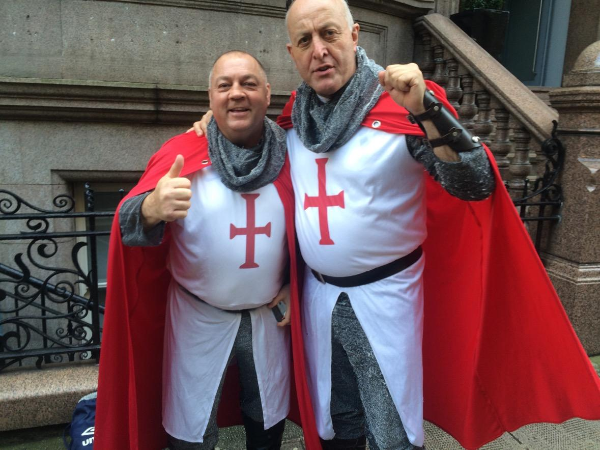 England fans arriving in Glasgow for #scoveng dragons beware http://t.co/r9ob4BUeCP