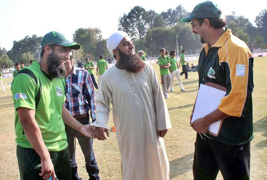 Mohammad Yousuf, Saeed Anwar and Wasim Akram come together at the Pacer Cricket Academy