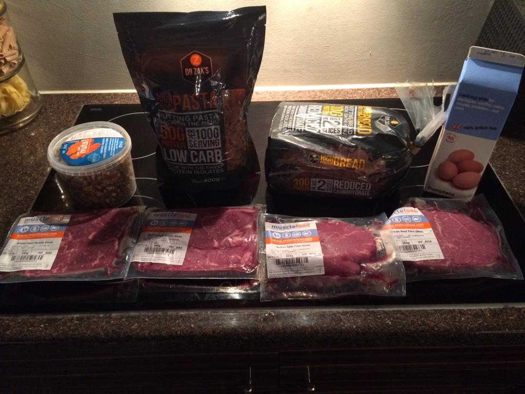 Just got my protein delivery from @MuscleFoodUK 💪 cheers guys!! http://t.co/SyKbajAckU