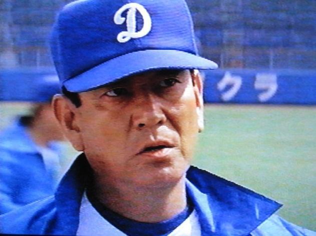 高倉健は「ミスター・ベースボール」というアメリカ映画で中日ドラゴンズの監督だったんだよ http://t.co/lEFgOu8vdm