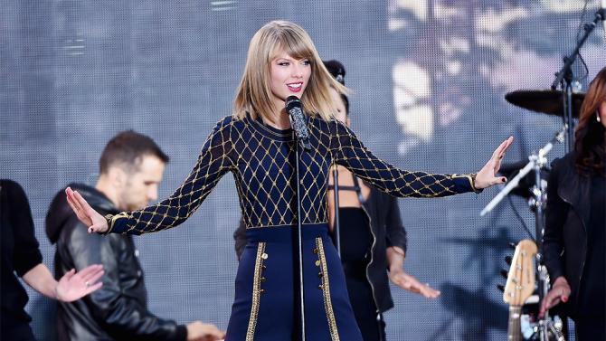 Taylor » News [DoSomething: celebridad más caritativa del mundo por cuarto año seguido.] - Página 30 B2wDqNbCAAEMZ5K