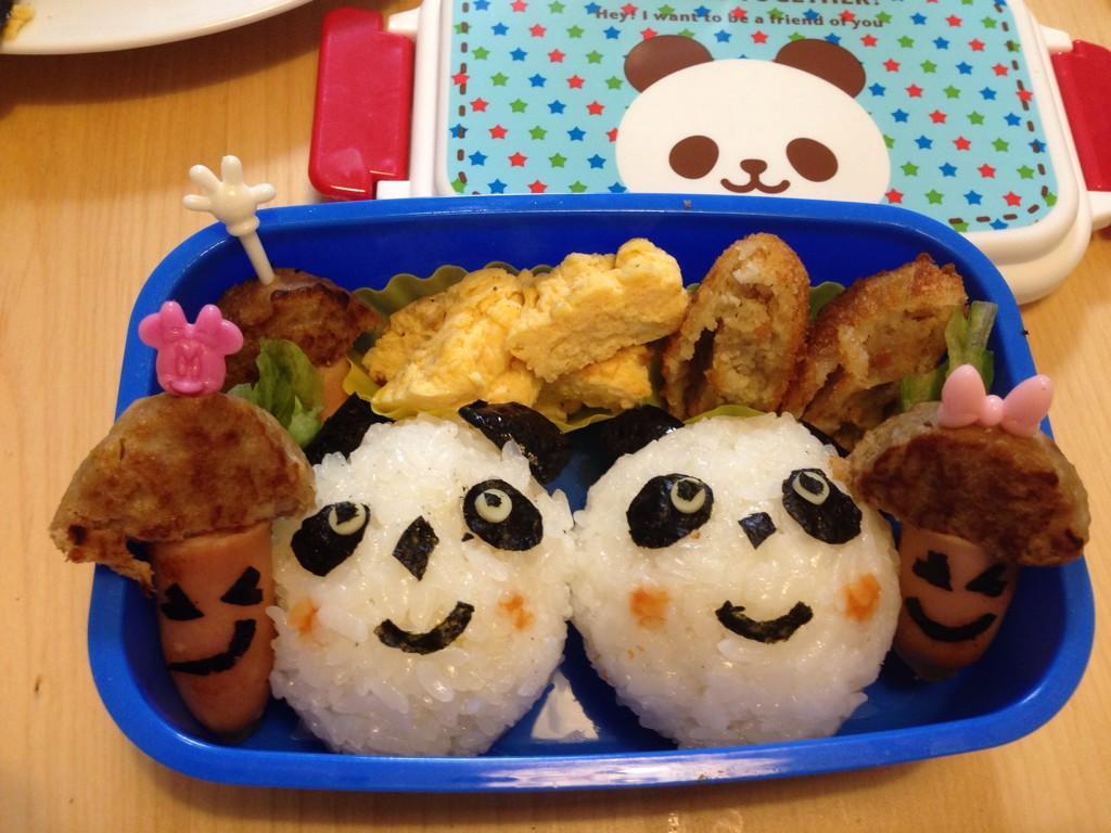 今日は息子のお弁当作り!なんかゆるすぎるパンダ🐼になってしまった…。 pic.twitter.com/KBJtf6iIpO