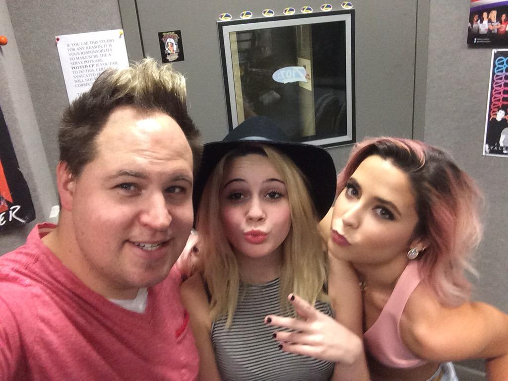 Hanging with my girls @BeaMiller and @CeCeMissXtotheO http://t.co/J2rHftO8wx