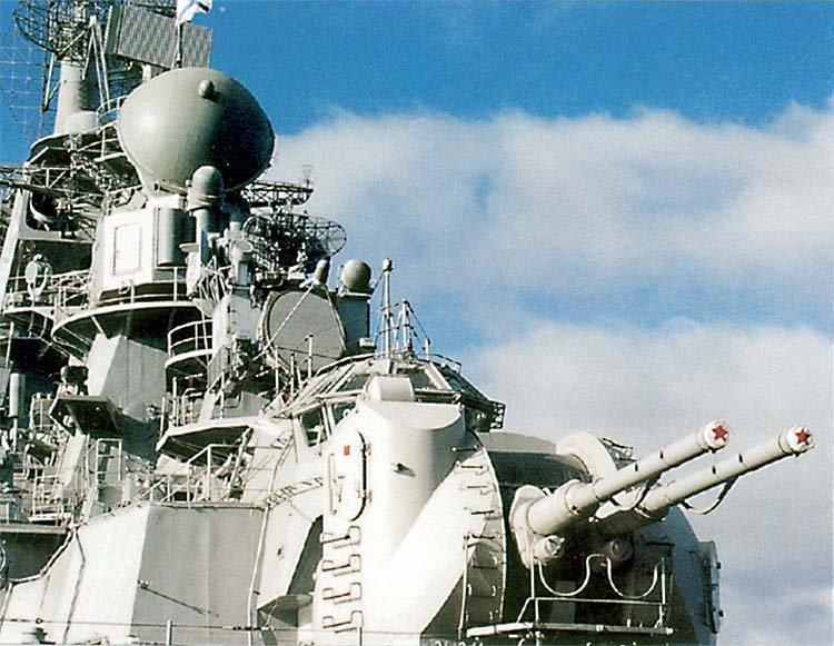 AK-130(АК-130)。ロシア/ソ連で兵器などの開発を手がけるBarricadesによって設計された130mm艦載砲システムの一つ。砲塔内は無人でレーダーなどを使って目標を自動追跡しつつ砲撃する。重量は35t。
