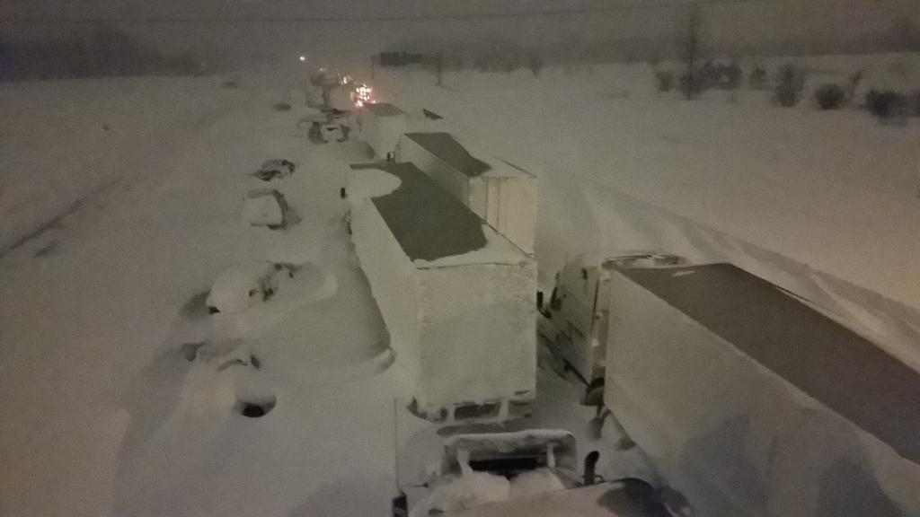 Tractor trailers & cars stranded on I 90 highway. Snowmobiles checking for any remaining drivers.  #BuffaloSnow #nywx http://t.co/275EtMUIiZ