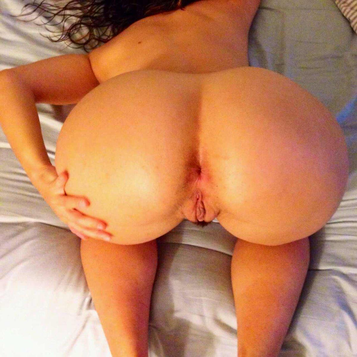 постели, фото голых женщин раком попок отенкам