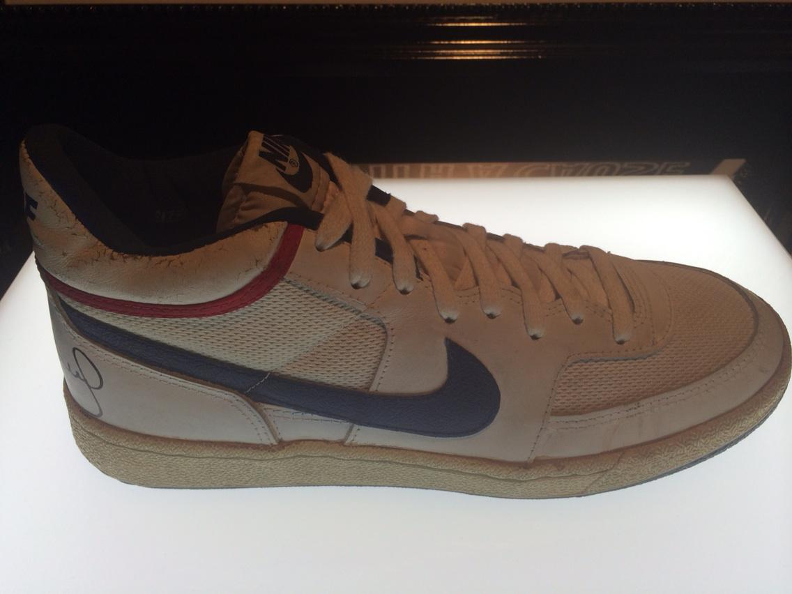"""reputable site e414e a28e3 """"darrenrovell Nike shoe made for John McEnroe, the Challenge Court (1985)  pic.twitter.com3Ipf3sgFHf"""" Had 2 pair and wore them both out!"""