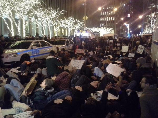 I've never been more proud to be a New Yorker! Outrage channelled into peaceful activism. #ericgarner http://t.co/OompHvRB8H