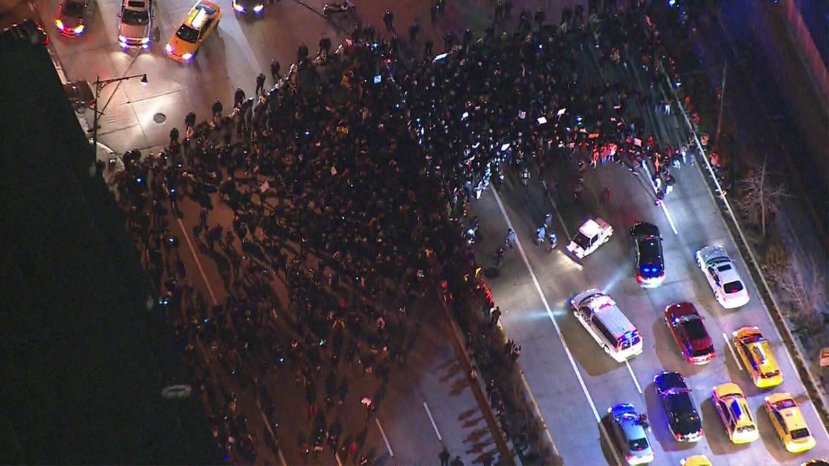 Protesters shut down part of the West Side Highway in NYC, photo via @CBSNewYork's chopper: http://t.co/dLuDPTcrH8 http://t.co/7kbDnPFpls