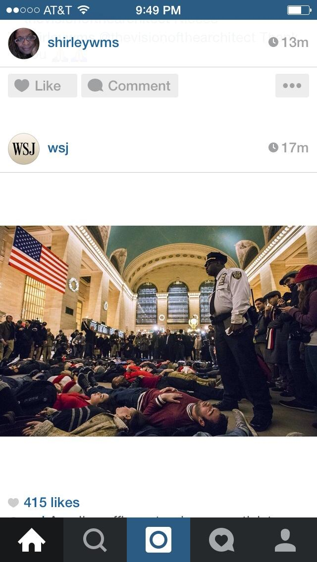 From @wsj powerful photo in grand central #nyc http://t.co/6bIr6hp508