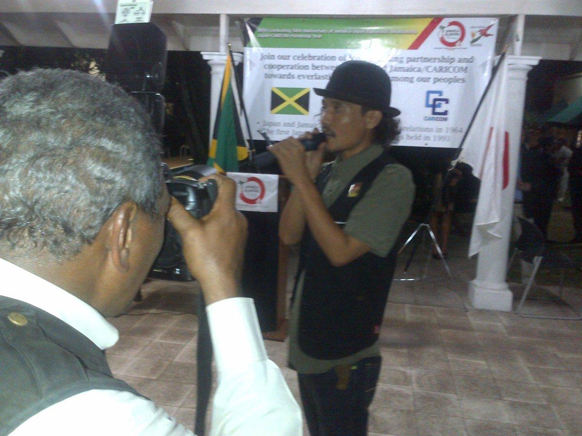 そんな天皇誕生日セレモニーで公邸で歌ったのはケンブースとpeter man!! @BLAPPANESE  jamaica jamaica♪ http://t.co/hAIky5cOnS