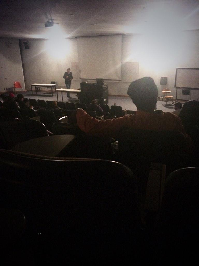 Detroit power outage hits class during infrastructure discussion - prof  keeps teaching in the dark. @waynestate http://t.co/6c4ZuqMd1Q