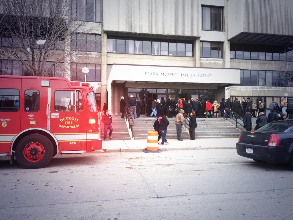 Evacuations happening throughout downtown due to a massive power outage #Detroit #Local4 http://t.co/xCNbefgCXf