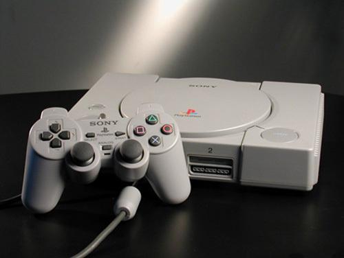 20年前の今日発売されたゲーム機です。ご確認ください。 pic.twitter.com/JBAXHpLO4J