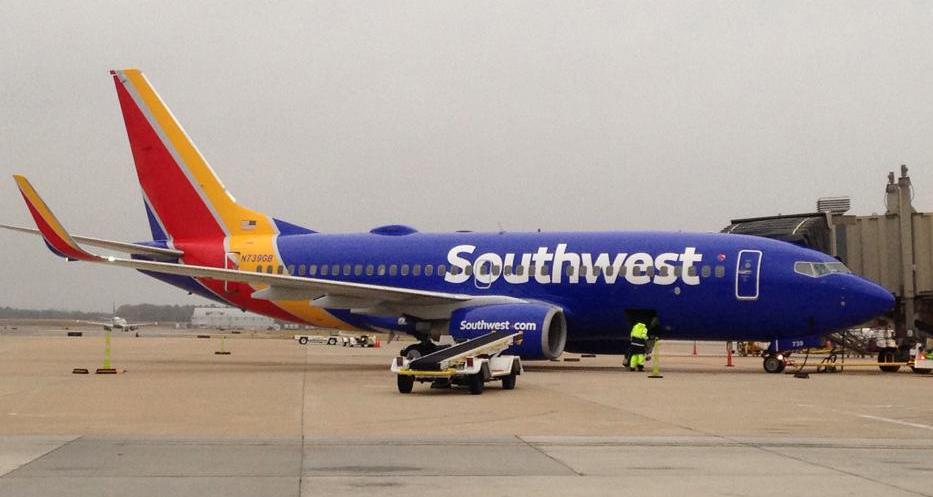 One of today's highlights: a visit by @SouthwestAir sporting the new livery. Very nice! http://t.co/NHCltzgUmx