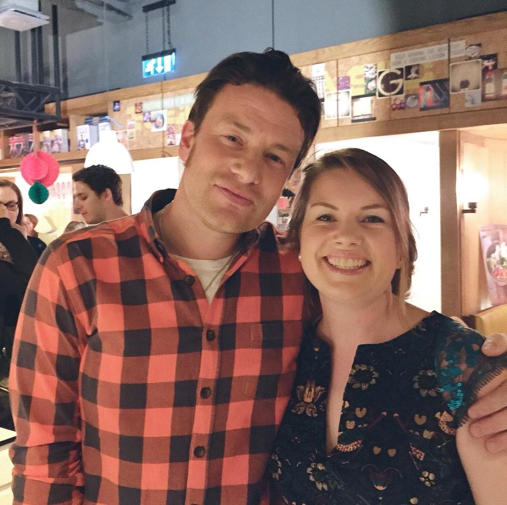 Hey, say hi to @jamieoliver, you guys! Seriously, the nicest. Gives good hugs, too! #JamiesComfortFood http://t.co/72bTwO1z7N
