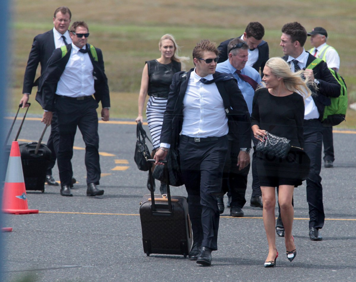 The Australian cricket team has arrived in Macksville to farewell their mate Phillip Hughes. http://t.co/CqmMF2Bcas http://t.co/fzWtchWxzh