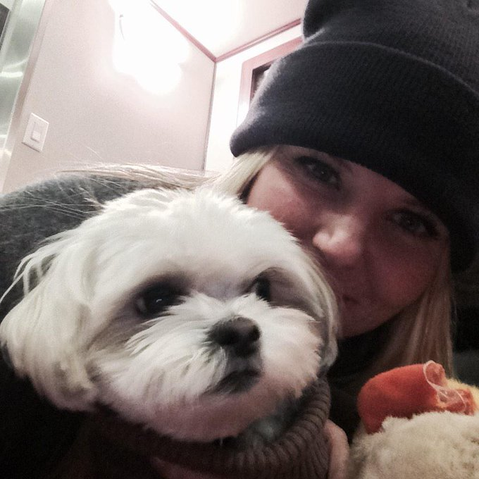 Day 100: ava cuddles after a cold day in Steveston #101smiles #UglyDucklings http://t.co/az2p3xGXYp