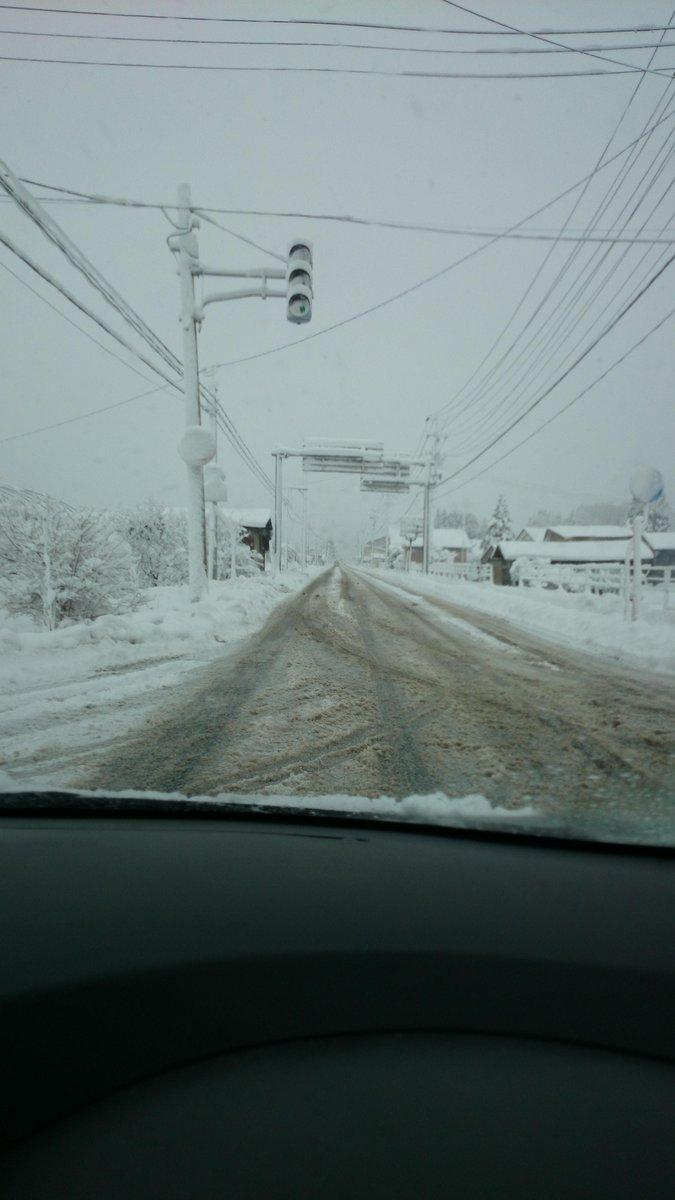 LEDの信号機を雪国に設置するのは止めてください(´・ω・`) http://t.co/HFVkf3L0Dv