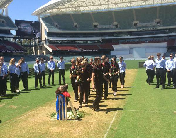 Touching funeral of Phillip Hughes http://t.co/H7ucK1G6nk  #PhillipHughes #cricket #australia #sport http://t.co/5V66DkF1R4