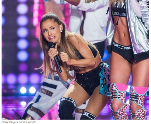 Buzzfeed Uk On Twitter Ariana Grande Got Smacked In The Head By A