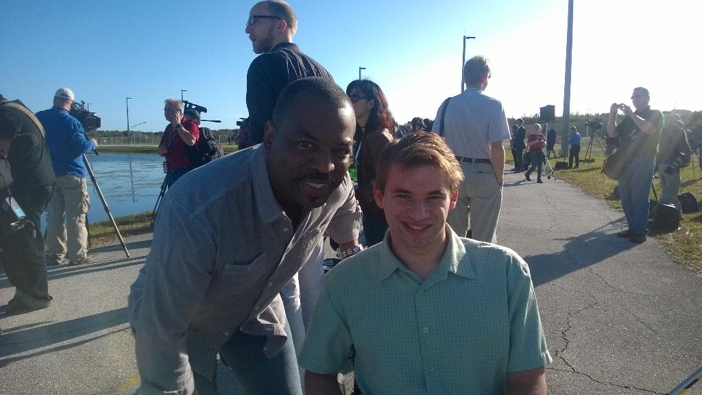 As a STEM educator, it's an honor to meet the great Levar Burton, who's filming for Reading Rainbow at the launch pad http://t.co/YtiF3gYh3H