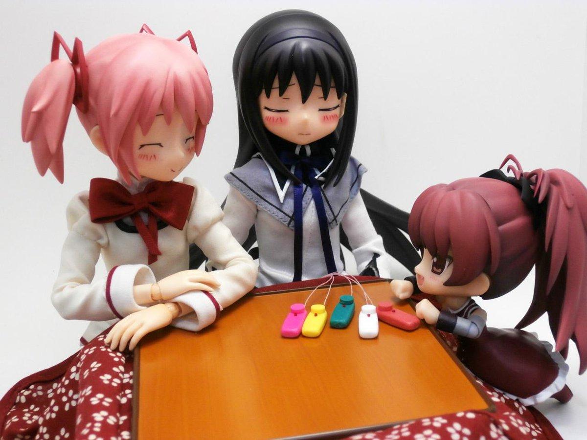 杏子「ほむらスイッチ?」 まどか「どれか一つが当たりだよ」 杏子「当たるとどうなるんだー?」 まどか「ほむらちゃんが面白いことになるよ!」