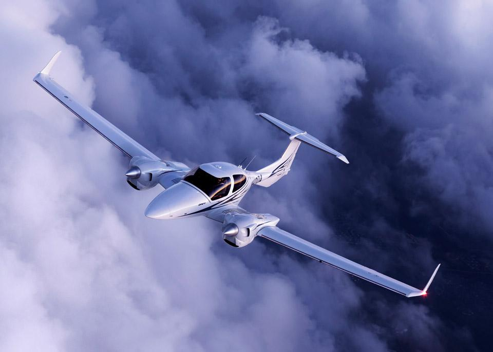 ... and this is what Mildred WILL look like when she's finished and we fly together ... x @DiamondAircraft http://t.co/Y3wSys4Fel