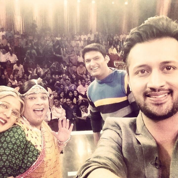 Amazing time @ Comedy nights with #KapilSharma #fans #Facebook #twitter #India #selfie Luved your team @KapilSharmaK9 http://t.co/cyUDEdhiVi