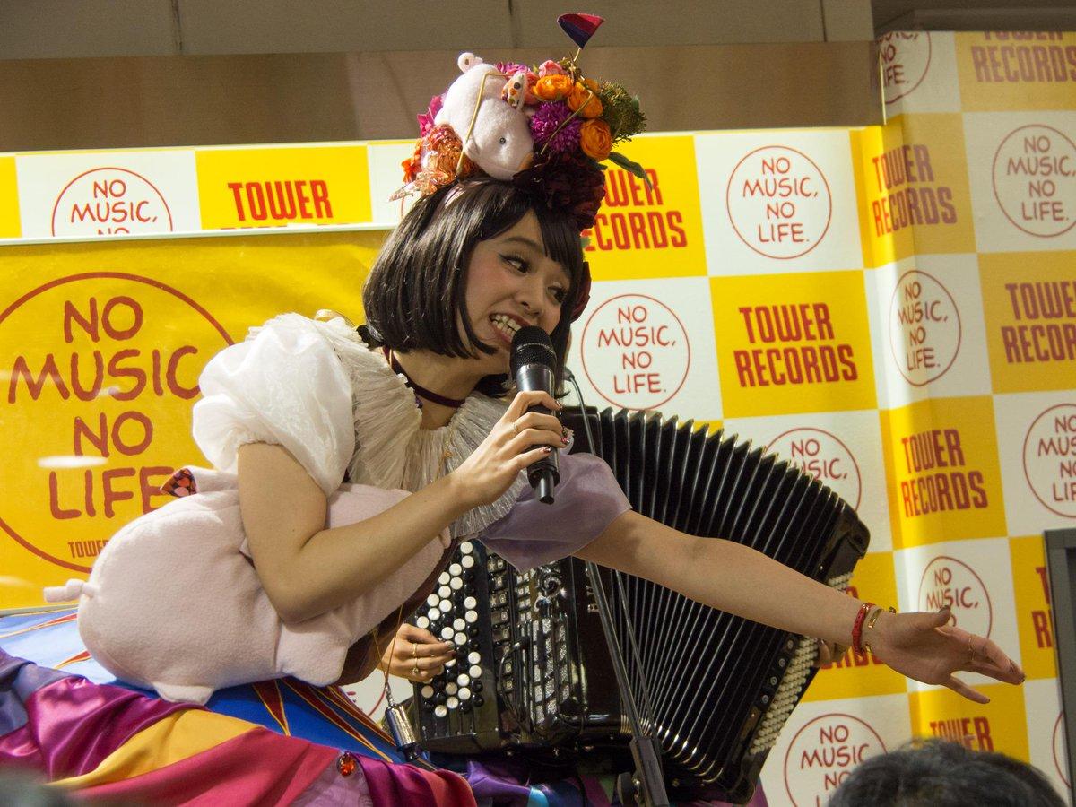 チャラン・ポ・ランタン@新宿タワレコ その1 メジャー初アルバムの発売日。 4曲(+サウンドチェック1曲)の短いライブでしたが、楽しかったー!!